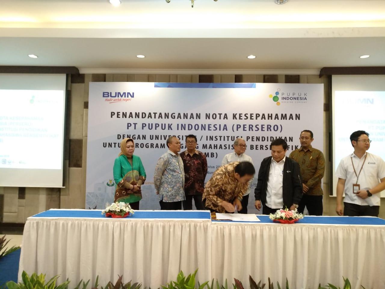 <p>Penanda Tanganan PKS PT.Pupuk Indonesia Terkait Program Mahasiswa Magang Bersertifikat</p>